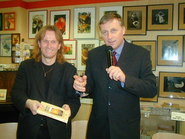13-2003-s-Mirkem-Topolankem-krest-knihy-Ukradena-televize.JPG