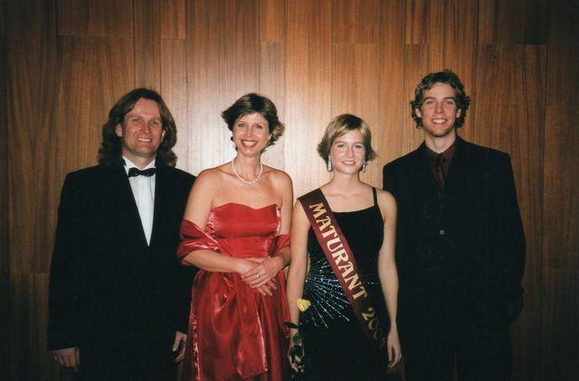 27-2004-Petra-maturitni-ples.jpg